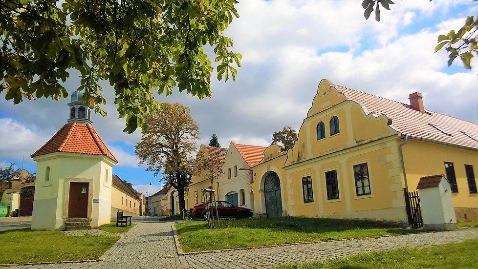 Na návsi v Koterově - Plzeň 2.jpg