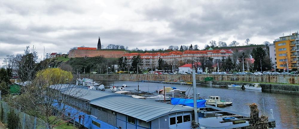 Pohled na Vyšehrad z podolského přístaviště