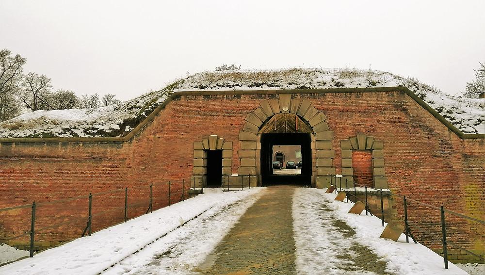 Dolní vodní branka v Terezíně při pohledu od řeky Ohře