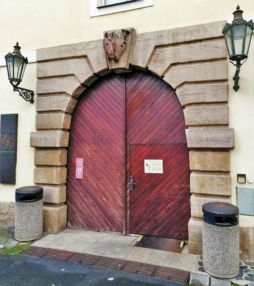 Vstupní portál Magdeburských kasáren
