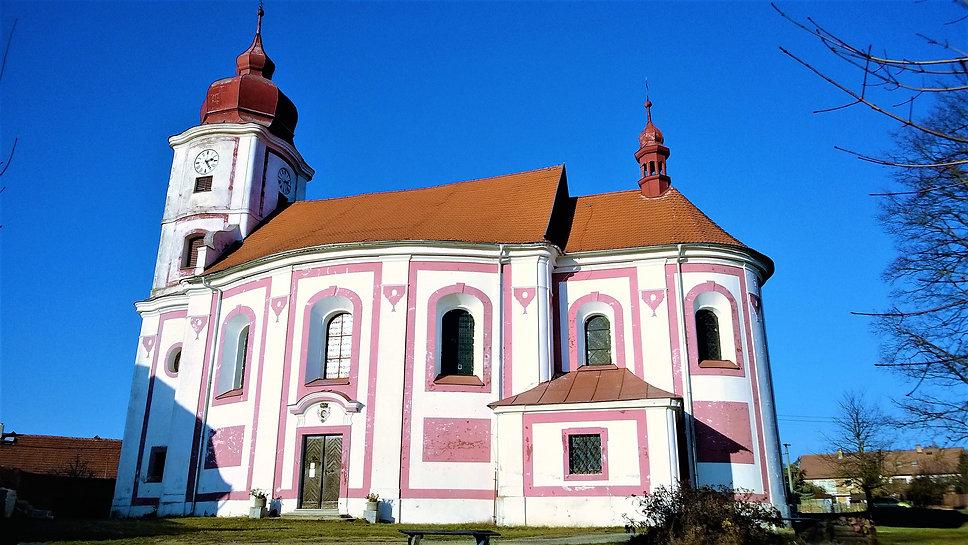 Líšťanský kostel svatých Petra a Pavla.j
