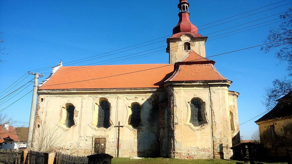 Kostel Nejsvětější trojice v Jezné.jpg