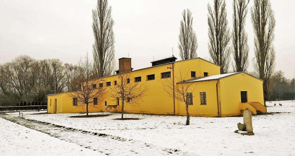 Budova krematoria na židovském hřbitově v Terezíně