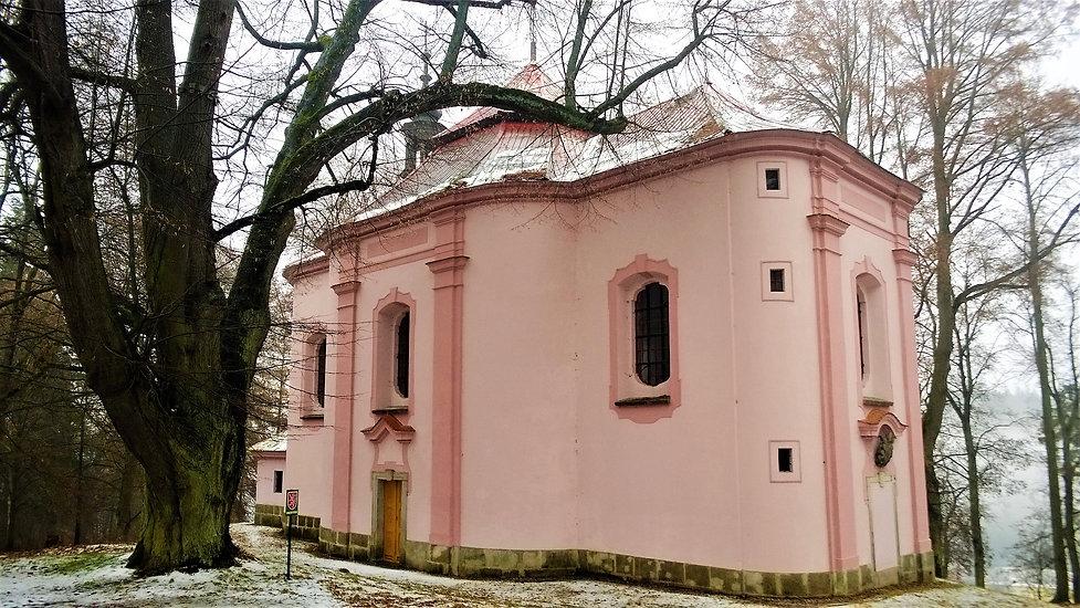 Památná Lípa u kaple a Kostel svatého Vá