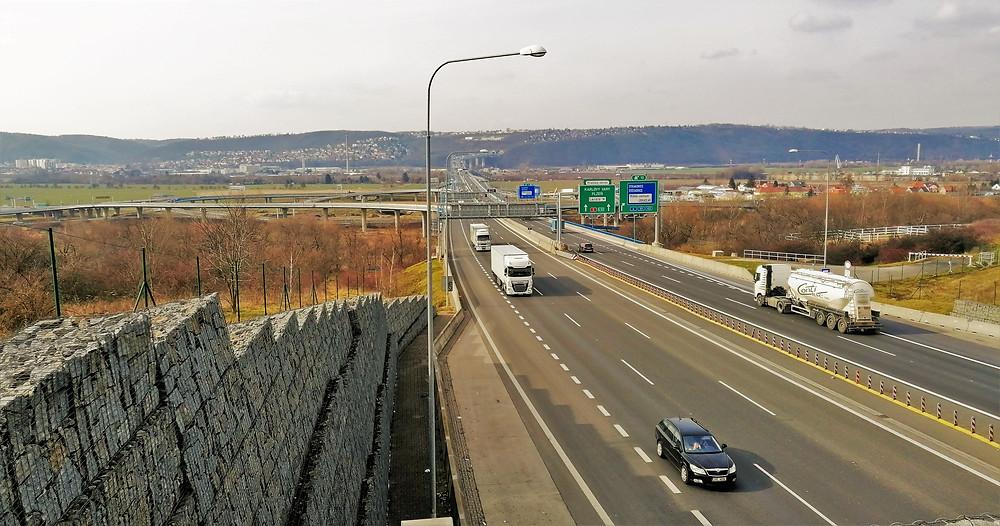 Výhled na Radotínský most z ekoduktu Šabatka