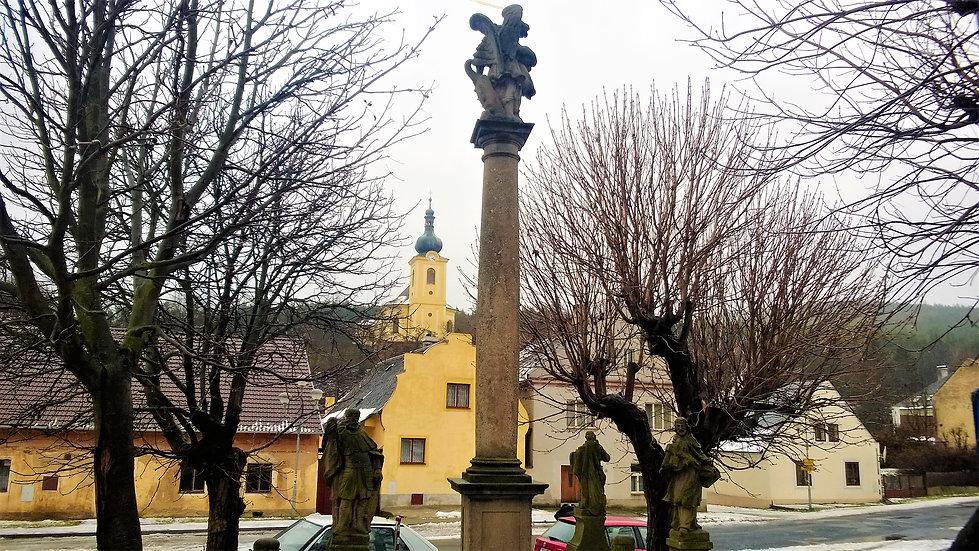 Nečtinská náves s kostel svatého Jakuba