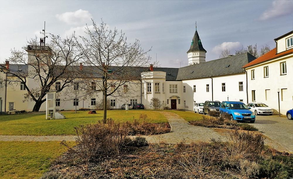 Komořanský zámek byl místem neúspěšné diplomatické schůzky během války o rakouské dědictví