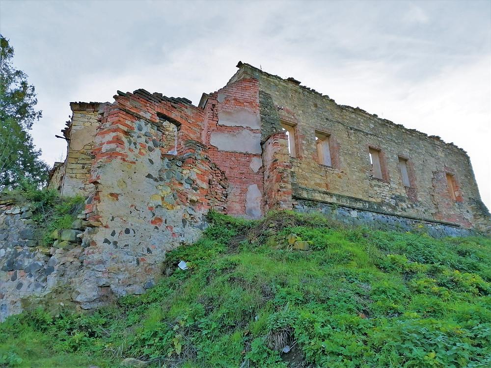 Z renesančního zámku v Libčevsi zbyla jen zřícenina