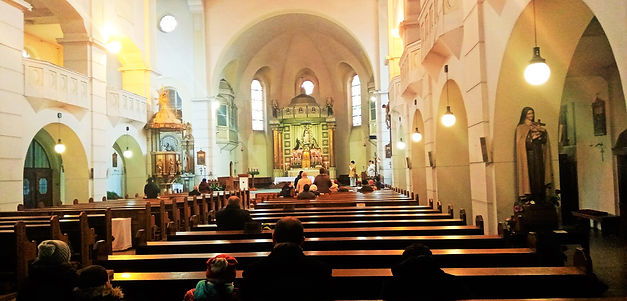 Interiér kostela Panny Marie Růžencové -