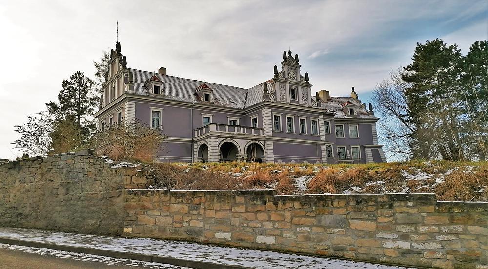 Zámek Mšené-lázně byl postaven pány z Illburka, vrcholu rozkvětu dosáhl za vlády pánů z Hazmburka
