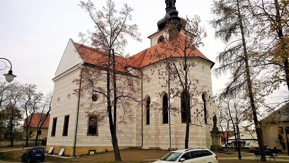 X - Kostel svatých Petra a Pavla v Kralo