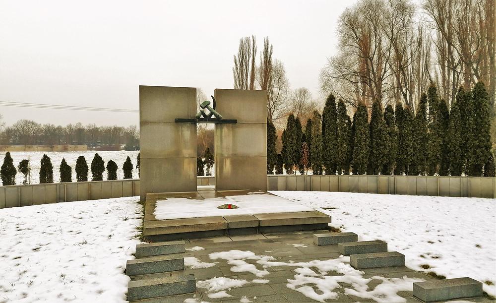 Pomník sovětských rudoarmějců padlých během II. světové války
