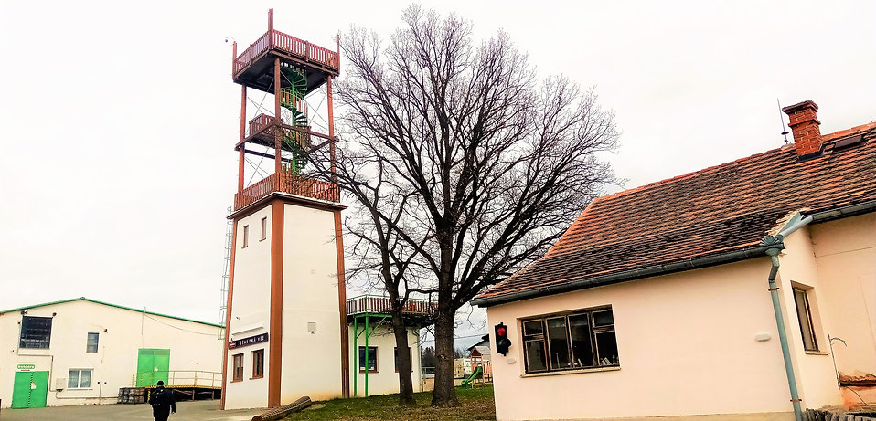 x - Rozhledna Šťastná věž ve Spáleném Po