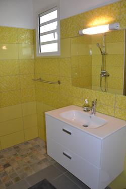 Salle de bain jaune