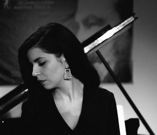 VIVIANA LASARACINA, piano