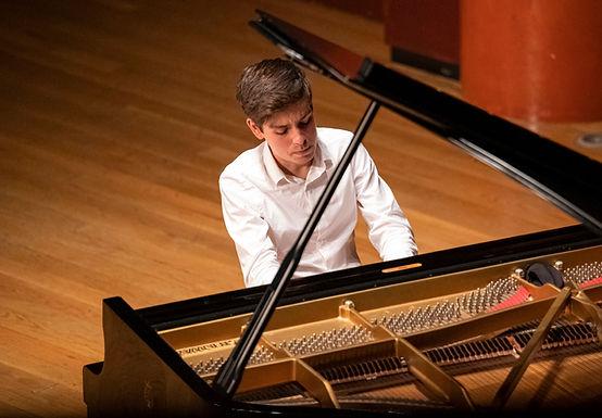 VÍCTOR NARANJO, piano