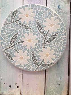 Delightfull mosaic daisey