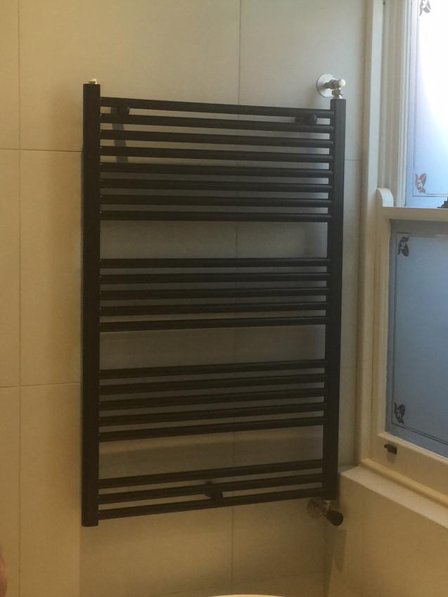 hydronic-heated-towel-rail-hub-air.jpg