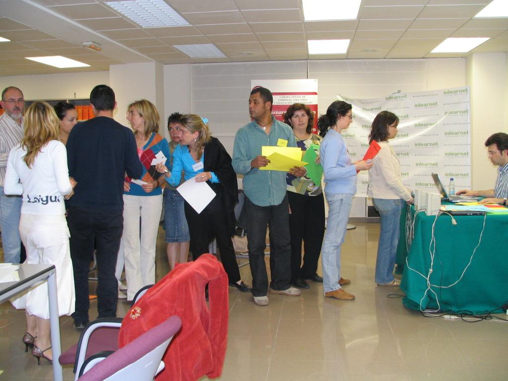 Patxi Vera y un grupo de alumnos durante un ejercicio