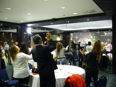 Alumnos haciendo magia
