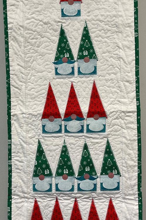 W147 - Gnome Christmas Tree