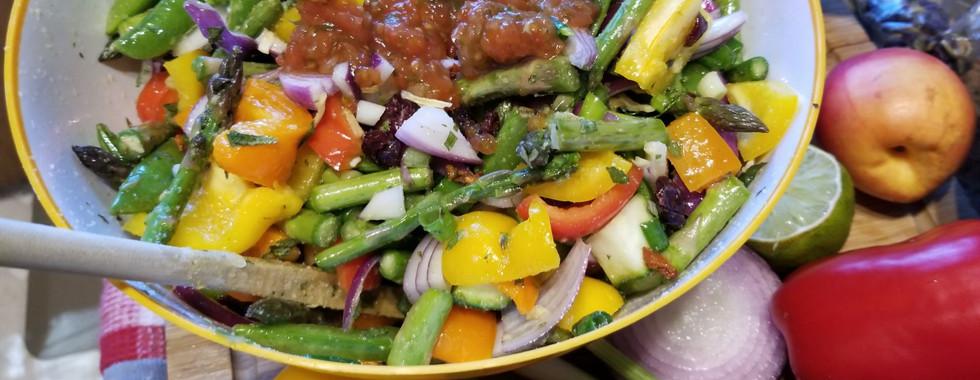 Aji Honey Garlic makes a delicious yet healthy salad recipe that everyone can enjoy!