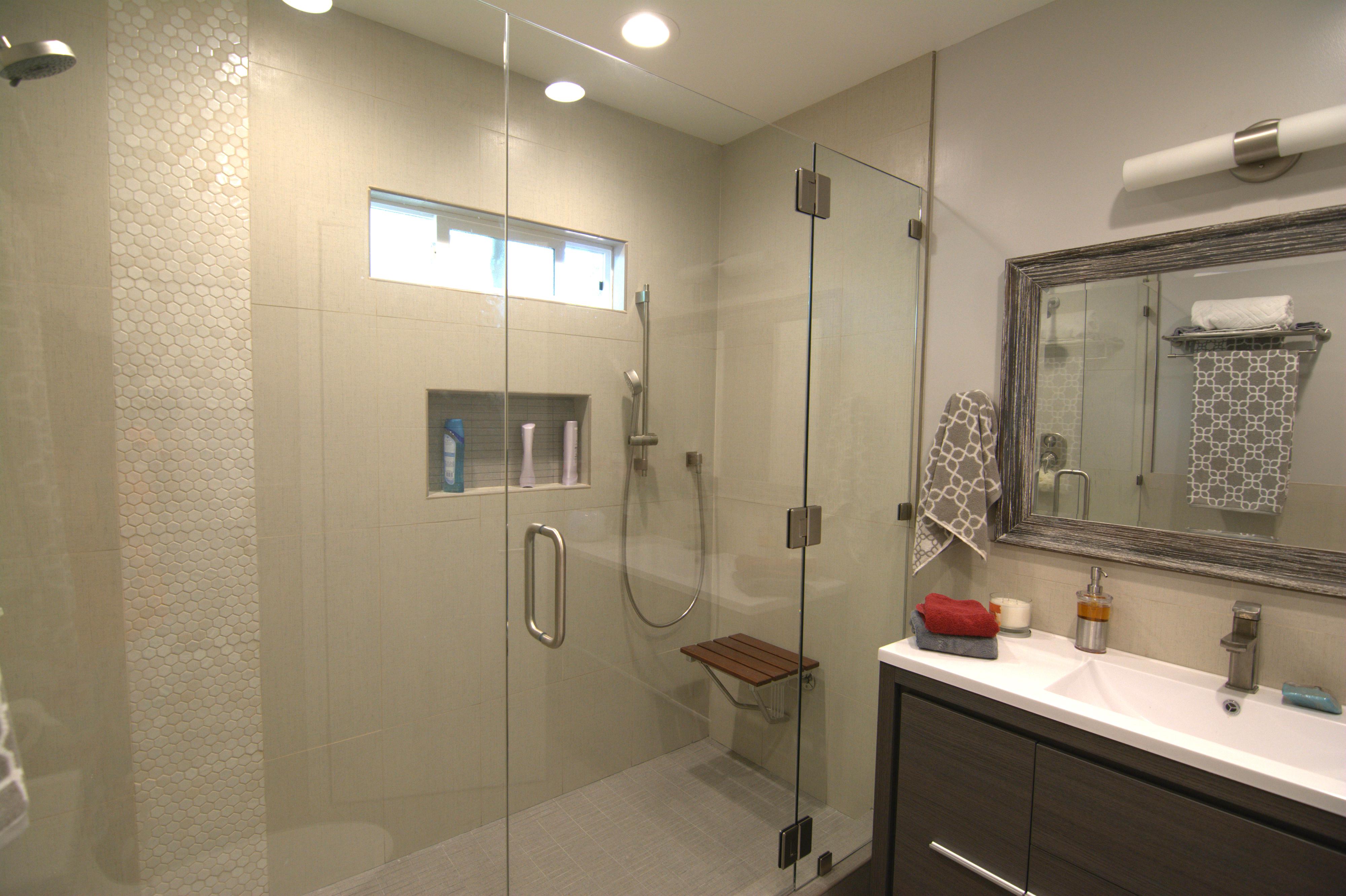 Oakmont - Full Hallway Bathroom Reno