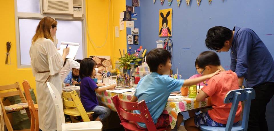 協會會向機構提供由加拿大心理諮詢機構認証的繪畫分析師,為機構中有需要輔導的學童提供免費的藝術心理分析。