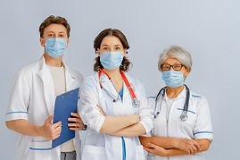 team-of-doctors-wearing-facemasks-AWQ8JK