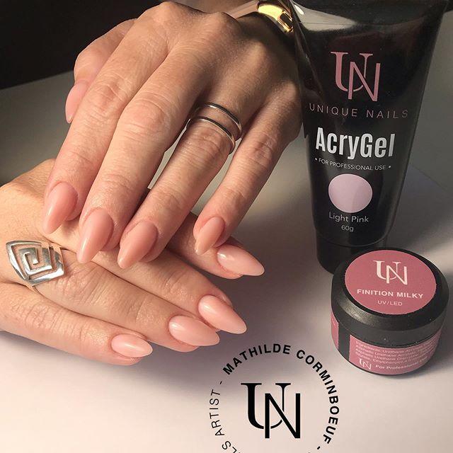 Remplissage unique Nails et la beauté du