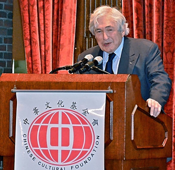 Sir James D. Wolfensohn, President of the World Bank (1995 - 2005) at the Chinese Cultural Foundation's 10th Anniversary Gala Dinner Celebration.