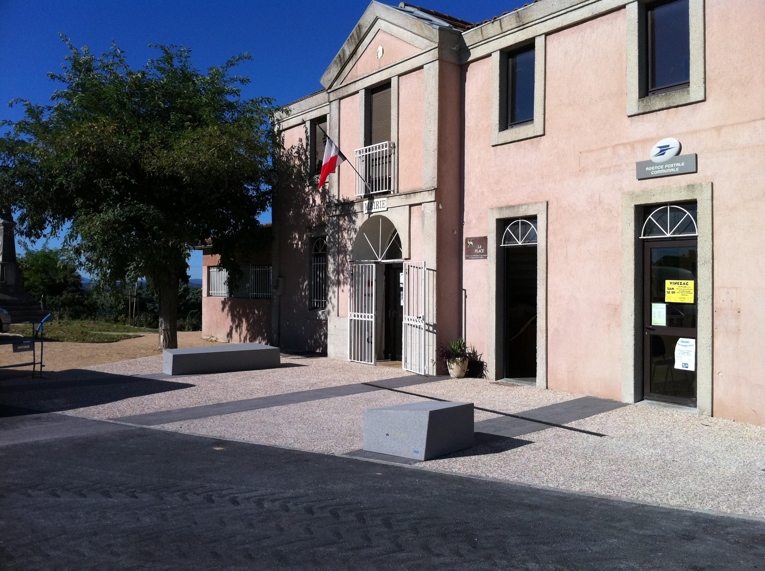 PLACE DE LA MAIRIE - VINEZAC