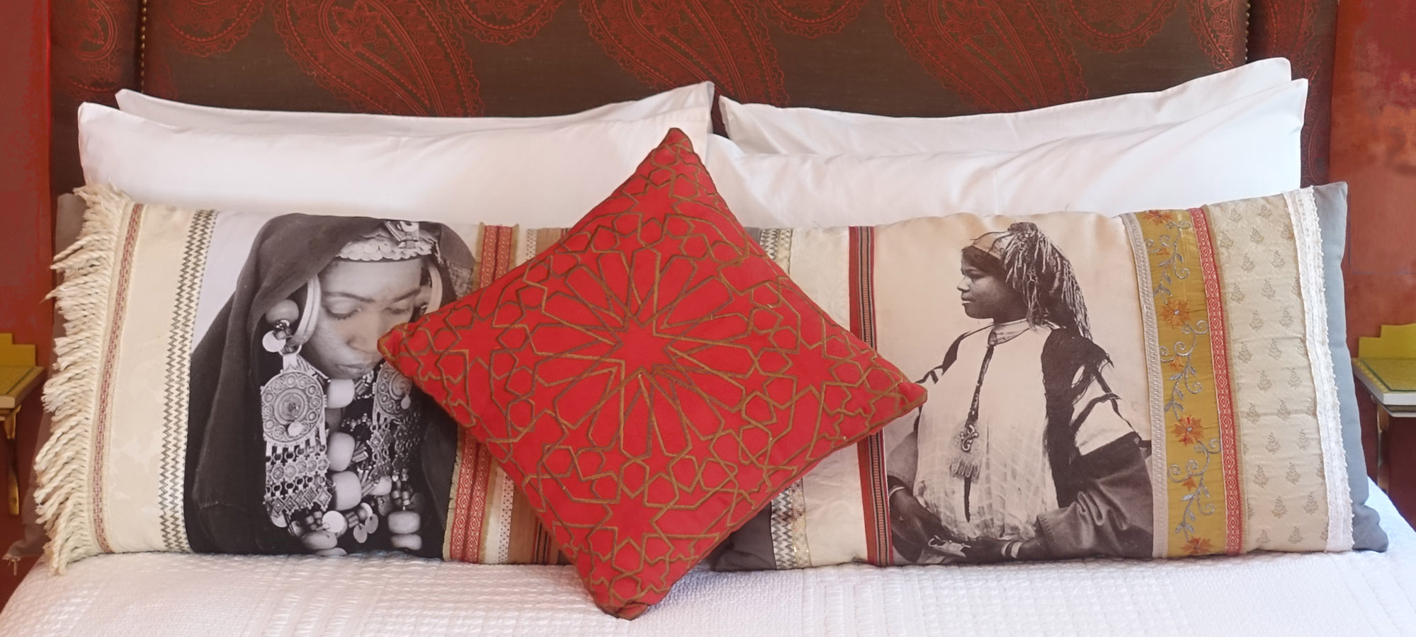 1b Ahmar Pillows
