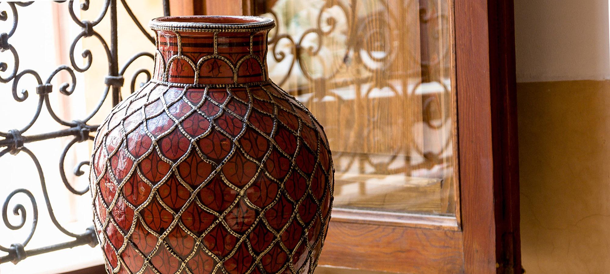 5. Ahmar vase