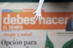 w-prensa-mano-desde-arriba.jpg