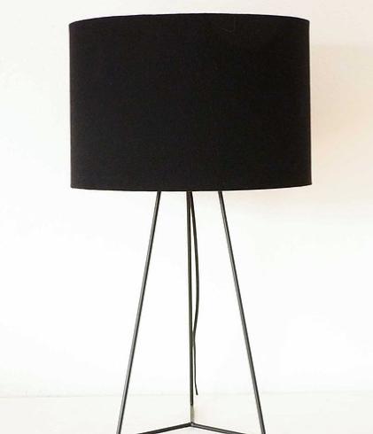 Lampara Tripode Moderna 58x35cms