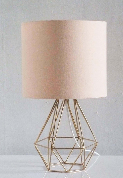 Lampara Triángulo c/Pantalla Palo Rosa 38x20