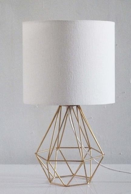 Lampara Triángulo c/Pantalla Crudo 38x20