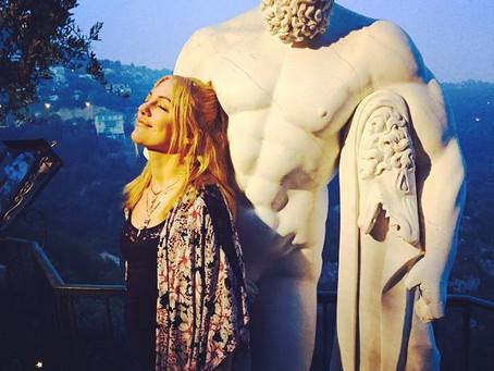 Как путешествуют звезды Турции: 5 любимых актрис на отдыхе