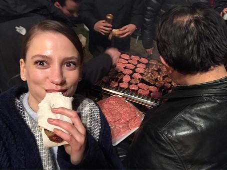Мир должен знать, что едят турецкие звезды. 10 аппетитных фотографий