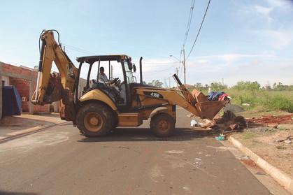 Mutirão de limpeza recolhe mais de mil toneladas de entulho