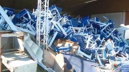 Materiais escolares estão abandonados em depósito da Prefeitura de Paulínia