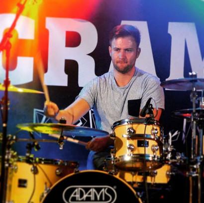 """""""Bum bum tscha!"""" Unser Drummer Dennis..."""