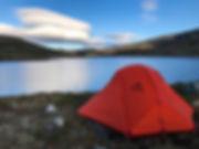 Zelt vor dem See Lonavatnet in der Hardangervidda