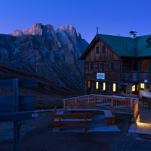 Dolomiten Berghütte Blaue Stunde