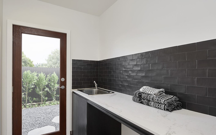 Laundry - C black - B white.jpg