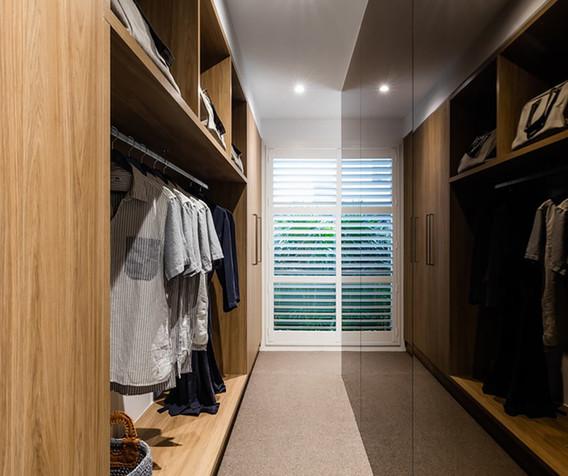 Cabinetry - Robe - C wood - U black glos