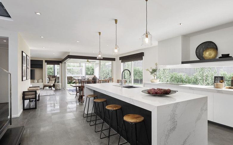Kitchen - C black and white - U white -
