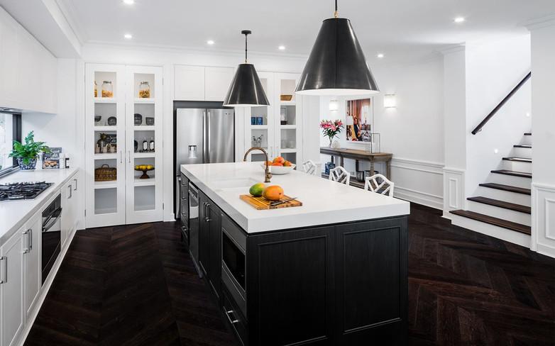 Kitchen - C Black and white - U white gl
