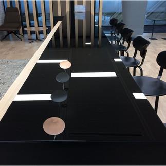 Bar avec dessus en verre laqué, panneaux EGGER noir anti-taches